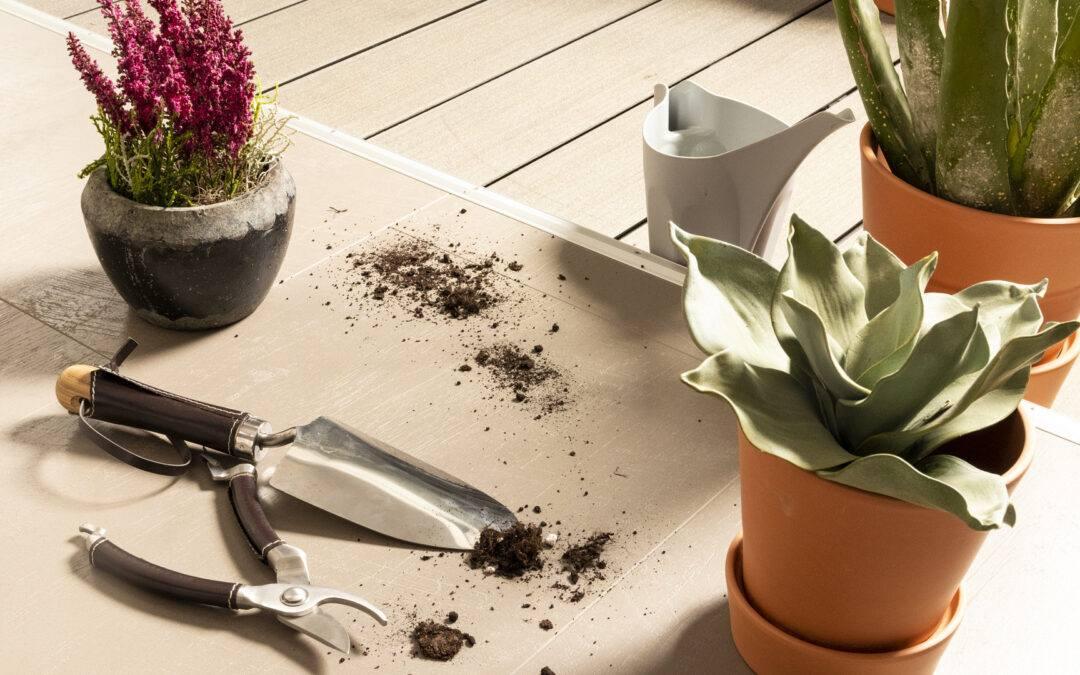 Która podłoga z łatwością poradzi sobie z brudem ogrodowym?