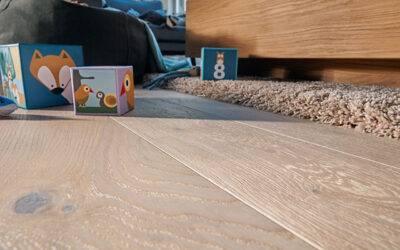 Skuteczne sposoby na czyszczenie i pielęgnację drewnianej podłogi
